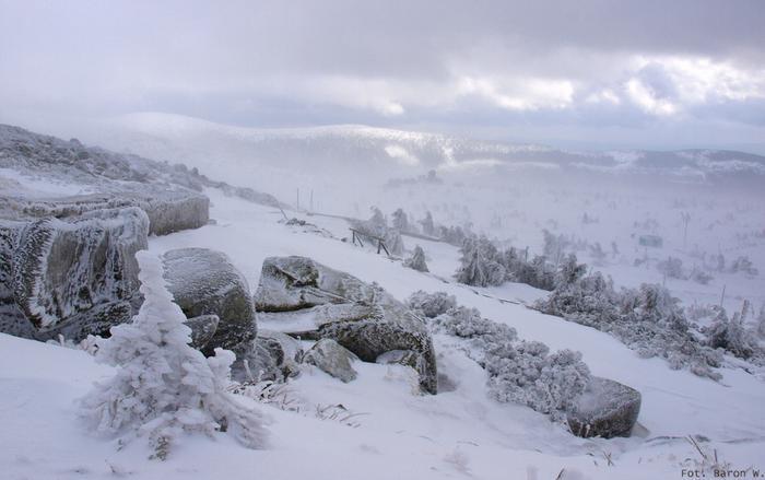Szklarska Poręba narty. Widok ze Szklarskiej Poręby w kierunku wschodnim