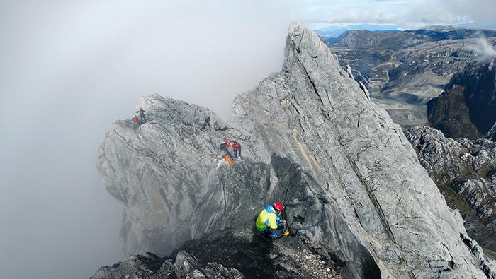 Papua: Piramida Carstensza